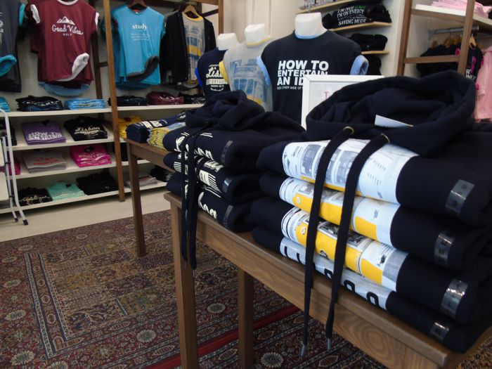 a t-shirt store- an example of a successful retail business